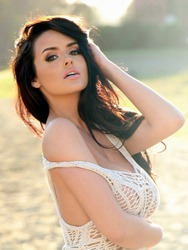 Glamour Beauty Abigail Ratchford In The Nature