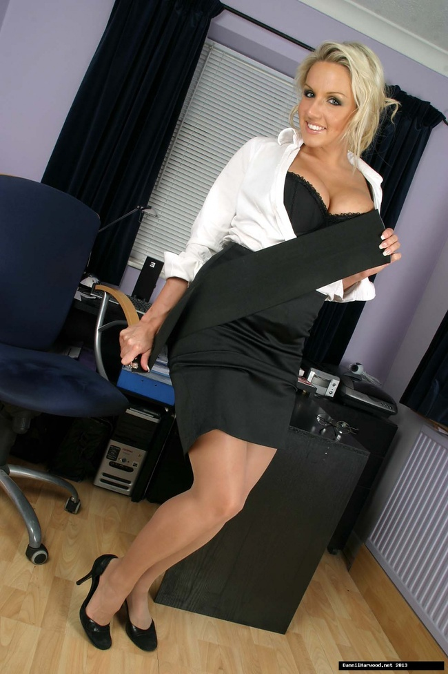 giving-secretary-gets-naked-anal-lesson-sex