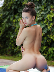 Gloria Sol Naked At Poolside