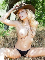 Kiara Diane Is Nude Outdoors