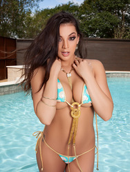 Kelsi Shay In Wet And Wild