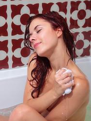Playful Redhead Teen Pearl Ami In The Bath