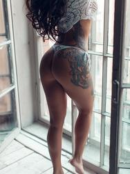 Gorgeouse Tattooed Babe Lika