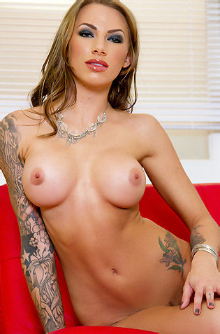 Juelz Ventura Busty Tattooed Babe Gets Naked