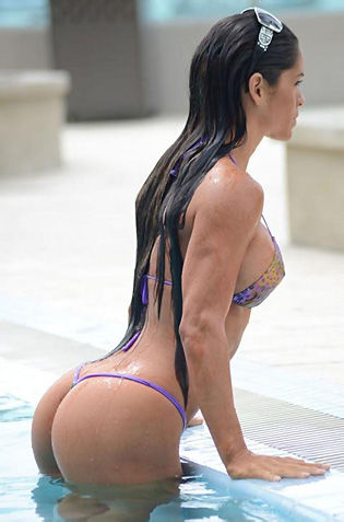 Celebrity Michelle Lewin In Bikini