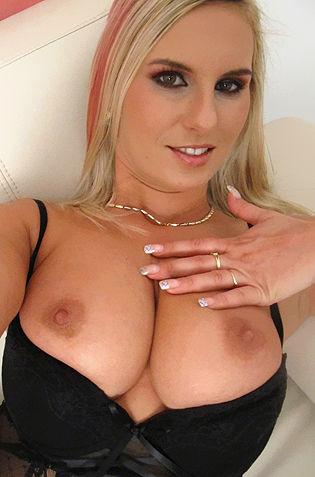 Amateur Teasing Blonde Melva N.