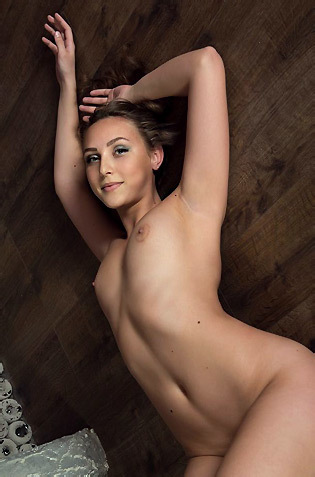 Emmi Likes To Be Naked