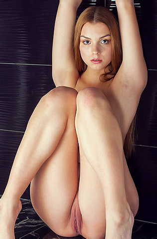Flexible Ledina Posing