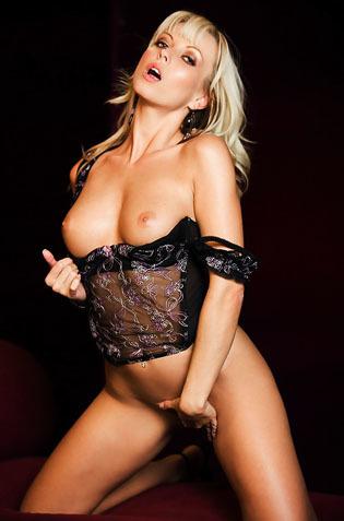 Alluring Blonde Jana Cova