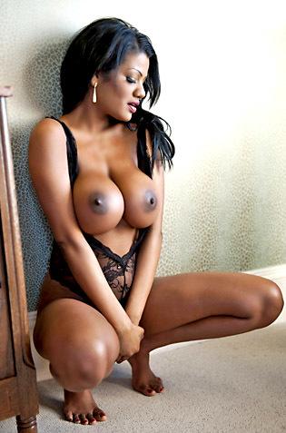 Busty Ebony Sophia Lares