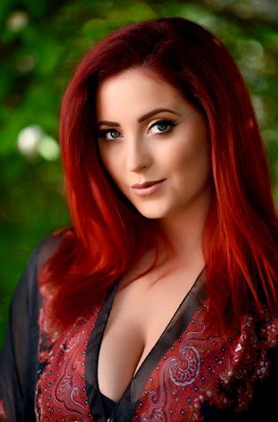 Redhead Lucy Vixen