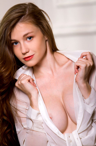 Red Lipped Emily Bloom