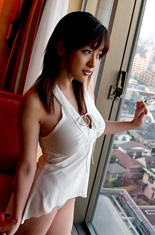 Sakura Shiratori In Topless City