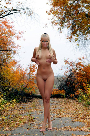 Kitty Naked In The Autumn
