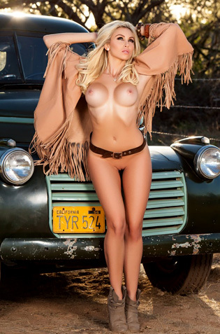 Khloe Terae Shows Her Awsome Awesome Body