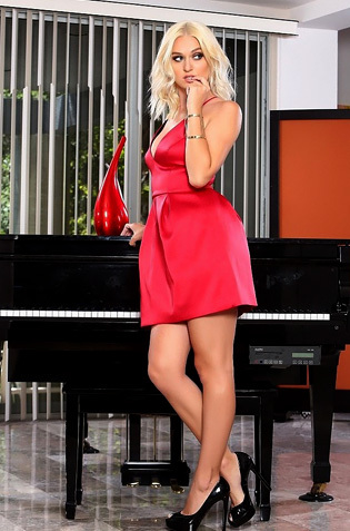 Beautiful Blonde Natalia Starr
