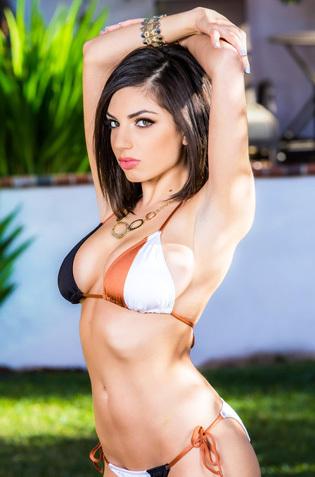 Busty Darcie Dolce Strip Off Her Bikini