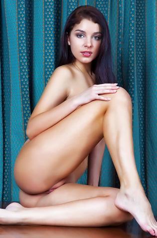 Evita Lima Posing Naked On Table