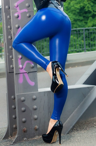 Lara Larsen In Blue Leggings