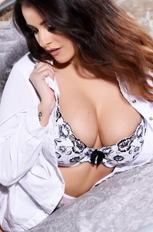 Glamour Busty Jessika Jinx