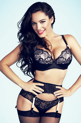 Kelly Brook Looks Hot