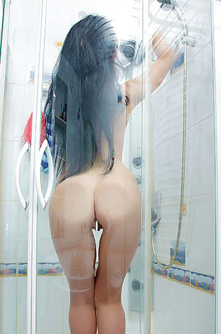 Silver Gorgeous Teen Posing And Masturbating In The Shower