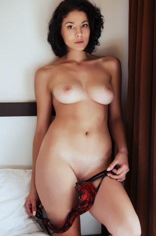 Erotic Babe Callista
