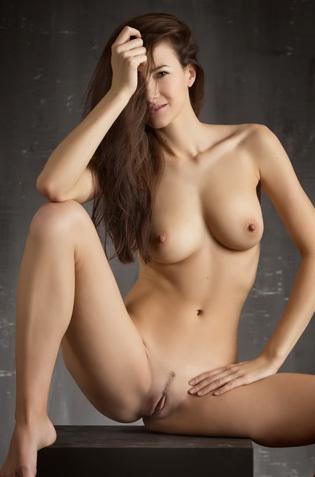 Lauren Nude Art