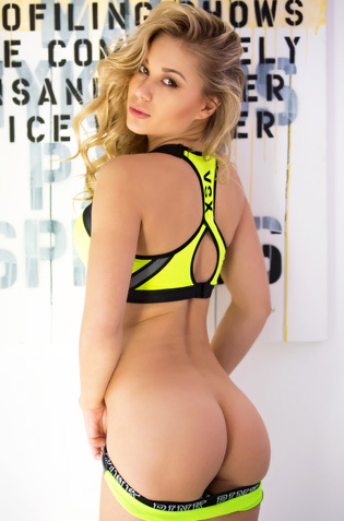 Sporty Beauty Candice Brielle
