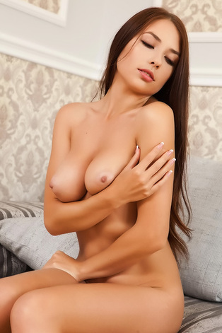 Sexy Brunette Niemira Foxx Looks Perfect